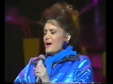 CONNIE FRANCIS - 14 Hits Medley in Concert (R&R Diner)