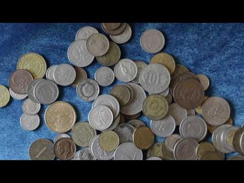 (ASMR) Looking at old foreign coins.
