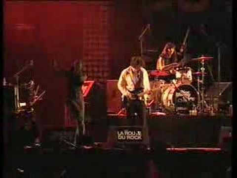 New Young Pony Club - Hiding On The Staircase (Live at La Route du Rock 2007)