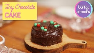 Tiny Festive Chocolate Cake | Tiny Kitchen Brasil