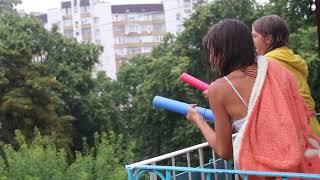 Настя и Катя хулиганят или КАЖЕТСЯ, дождик начинается
