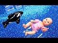 Беби Бон в БАССЕЙНЕ плавает в нарукавниках. Видео для девочек - Играем в куклы