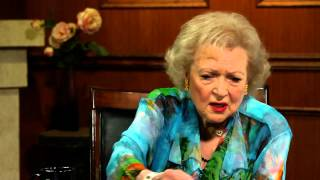 Betty White Aces The Paparazzi | Betty White Interview | Larry King Now Ora TV