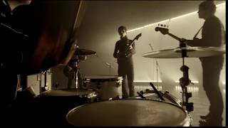 Arctic Monkeys - Brianstorm (Official Video)