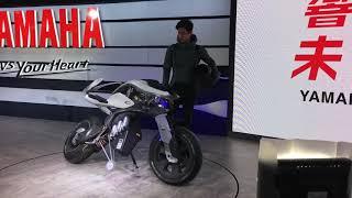 【Webikeニュース】東京モーターショー2017 YAMAHA MOTOROiD デモンストレーション thumbnail