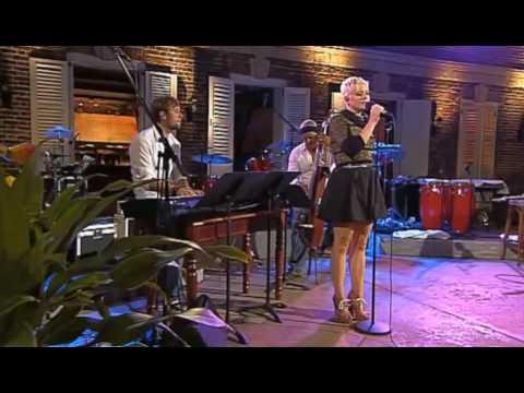 Sys Bjerre synger Anne Linnet -  Toppen Af Poppen 2011