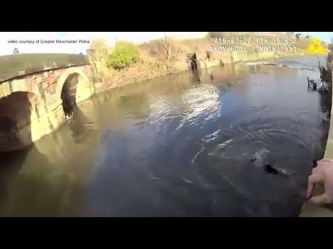 شرطي بريطاني ينقذ رجلا من الغرق.. ويعترف بأنه لا يجيد السباحة!  - 18:21-2018 / 2 / 20