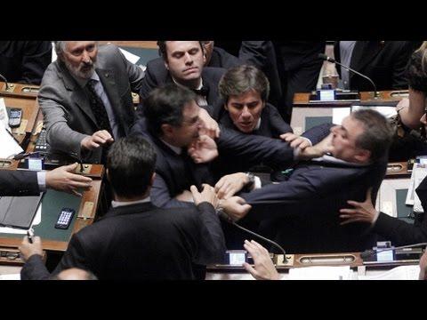 Rissa nel parlamento italiano alle mani deputati di fli e for Oggi in parlamento