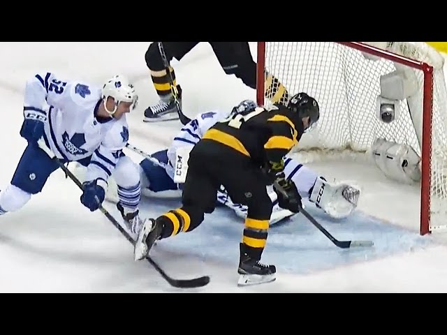 Bernier sprawls out for dazzling glove stop