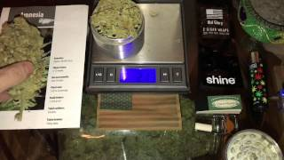 Roll a BIG FAT BLUNT! EASY!!!