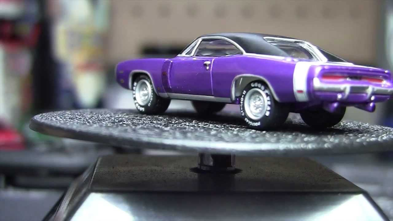 Johnny Lightning Plum Crazy 1970 Dodge Charger R T