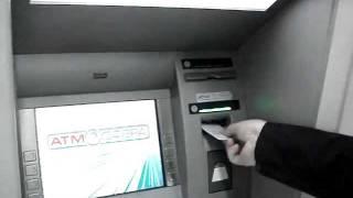знімаю гроші через банкомат