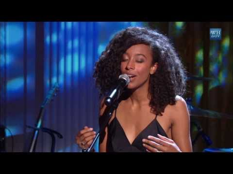 "Corinne Bailey Rae and Herbie Hancock Perform ""Blackbird"" 