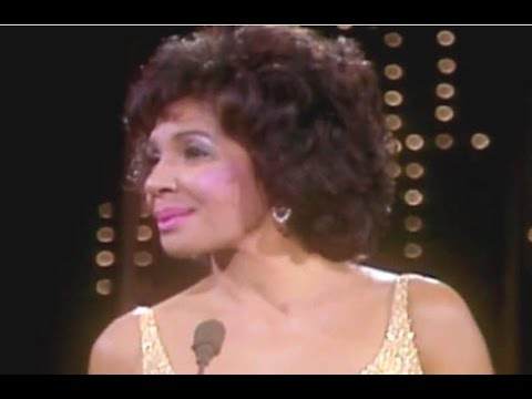 New York State Of Mind / SOLITAIRE  -  Shirley Bassey (1982 TV Special)