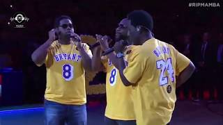 Boyz II Men singing the National Anthem of EEUU.