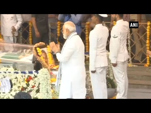 PM Modi, Defence Minister Nirmala pay homage to Manohar Parrikar in Goa