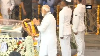 PM Modi, Defence Minister Nirmala pay homage to Manohar Parrikar in Goa thumbnail
