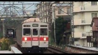 藤が丘駅を通過する東急8500系(8606F)