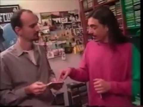 Charles Gavin e sua coleção de discos no programa Clássicos MTV em 1995 com Fábio Massari