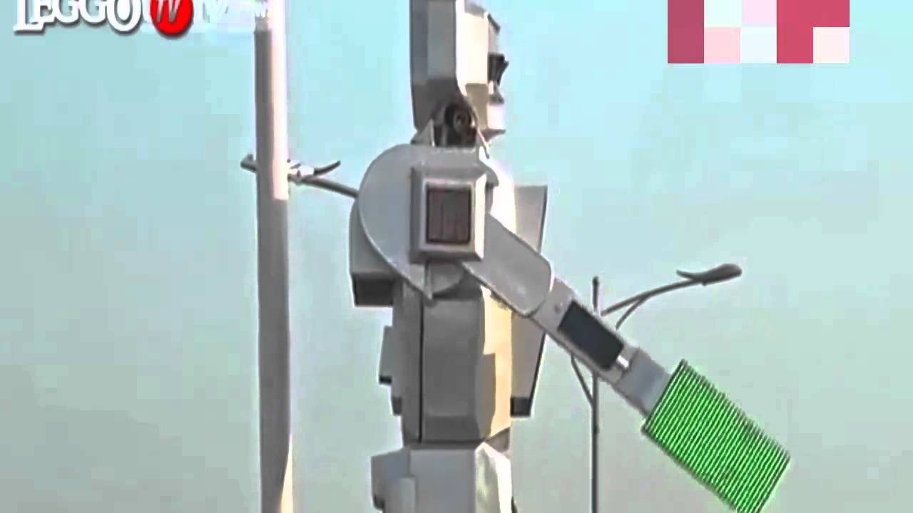 Real-life RoboCops live on solar power and direct traffic in the ... for Real Traffic Lights  35fsj