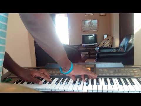 How to play keyboard by Phumlani