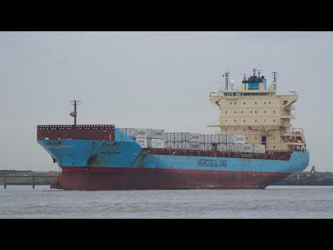 210m length MAERSK NAIROBI sailing on the thames 2/1/18