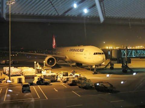 Взлет из Пекина Boeing 777-300ER Turkish Airlines