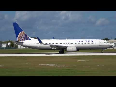United Airlines Boeing 737-800 Action in the Cayman Islands