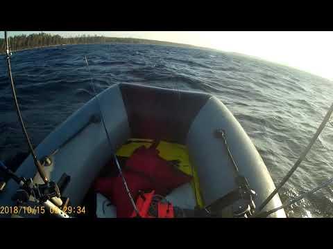 Управление лодкой ПВХ на волне