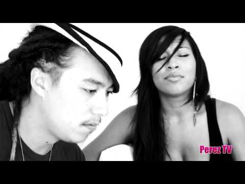 "Melanie Fiona - ""Give It To Me Right"" & ""4 AM"" (Perez Hilton Acoustic Performance)"
