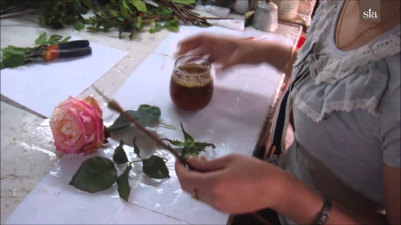 La création des fleurs par SIA - YouTube