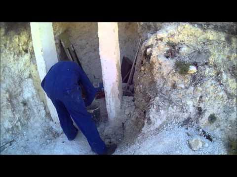 Haciendo una cueva / Fent un celler / Building a Root Cellar
