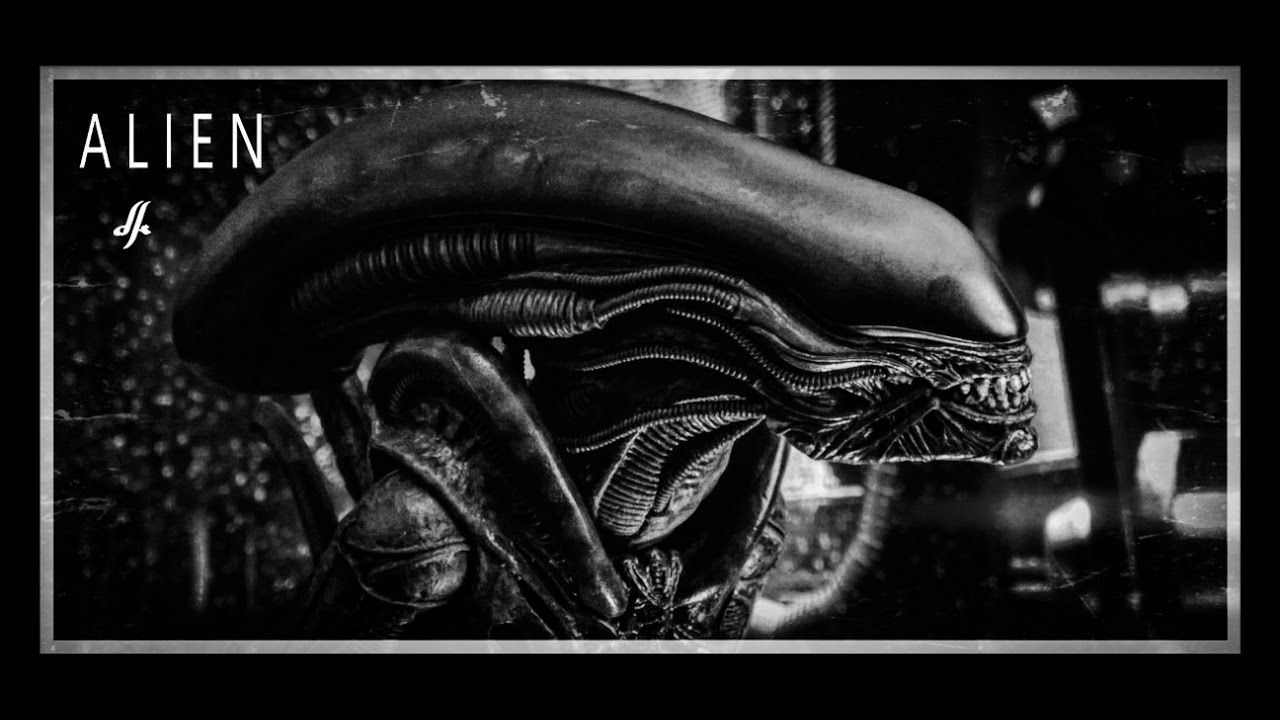 osw.zone took some pictures recently of the Hot toys Alien Big Chap. Wonder Woman should...