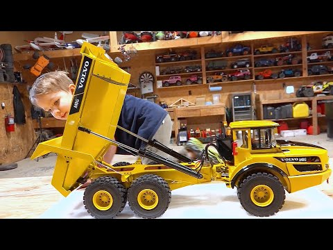 Father & Son UNBOX A NEW VOLVO A40G Articulating Dump / Rock Truck 2019 | RC ADVENTURES