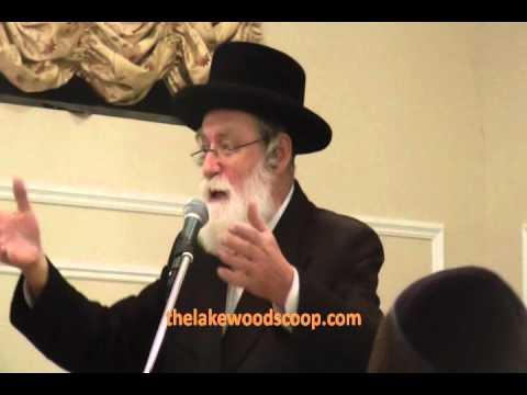 Badchan Yankel Miller Performing at Yagen Chanukah Party