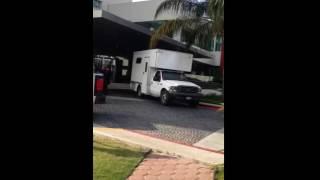 Trasladan cuerpo de hombre asesinado en Hotel Marriot