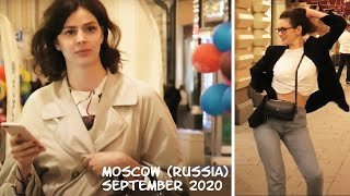 Beautiful Russian girls and are balloons. Moscow (Russia): September 2020. No comment. (在莫斯科走走)