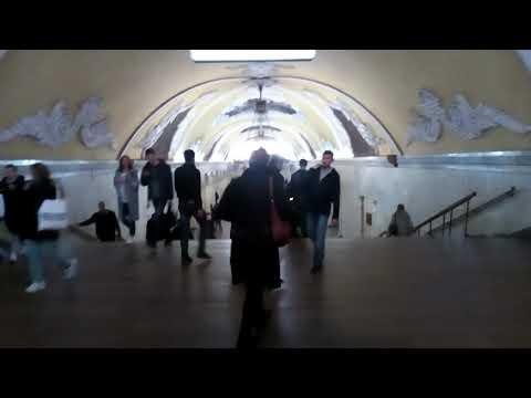 Москва 1018 станция метро Комсомольская Кольцевой линии осень день