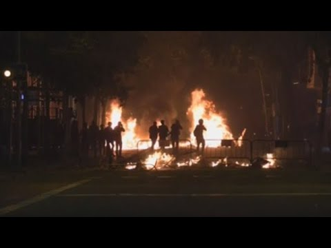 VIDEO noche de violencia, cargas y heridos en Barcelona
