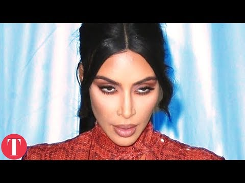 There's Something Strange Happening With Kardashian Sisters