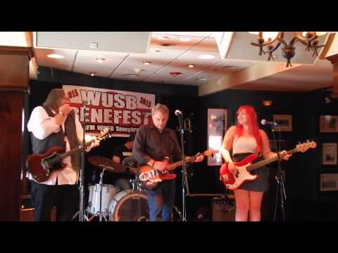 "Finn and His Mortal Enemies ""the Bells Of Rymney"" WUSB Benefest 8-22-15"