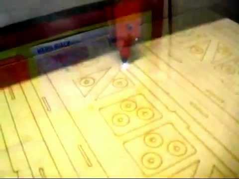 laser2000 d coupe laser de bois pour r alisation d 39 une youtube. Black Bedroom Furniture Sets. Home Design Ideas