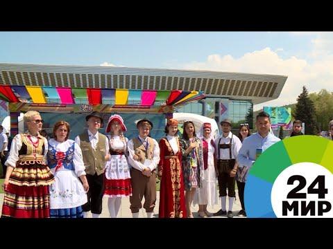 Яркие костюмы, танцы и угощения: этносы Казахстана делятся традициями - МИР 24