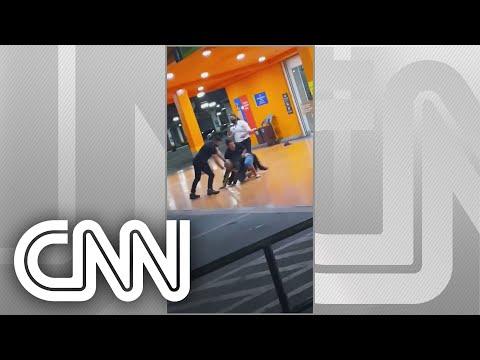 Homem negro é espancado até a morte por seguranças em Carrefour de Porto Alegre | NOVO DIA