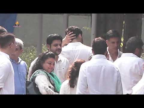 Akshay Kumar at Funeral Of Dimple Kapadia Mother Betty Kapadia Mp3
