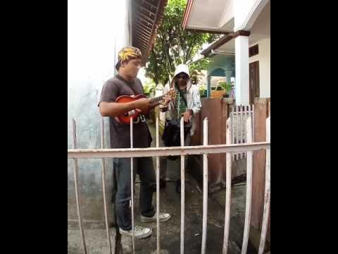 Pengamen tasikmalaya menyanyikan lagu darso - dadali manting