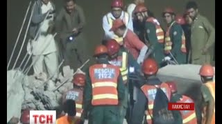 У пакистанському місті Лахор триває пошуково-рятувальна операція