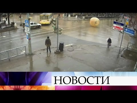 Поулицам Перми пронесся зорб— надувной шар для аттракционов.