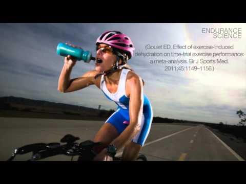 Спортивные напитки и вода. Как избежать проблем со здоровьем и повысить выносливость.