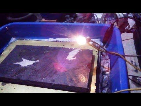 Aluminum carbon battery can turn on the flashlight bulb  , Bulb